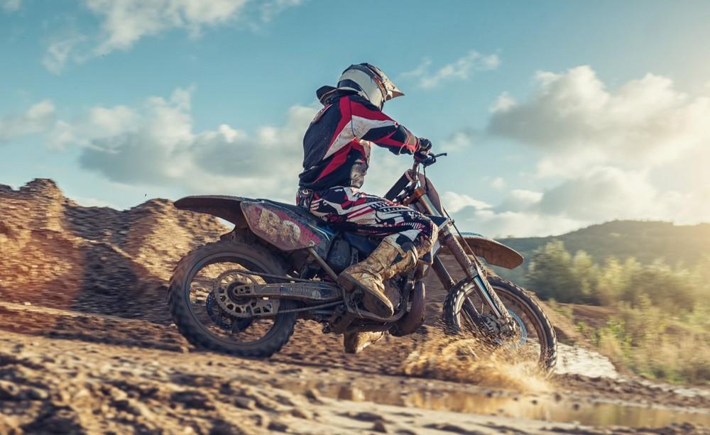 Que faut-il savoir pour débuter en pilotage de motocross ?