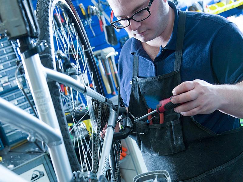 Entretien d'un vélo : le nettoyage et le graissage de la chaîne