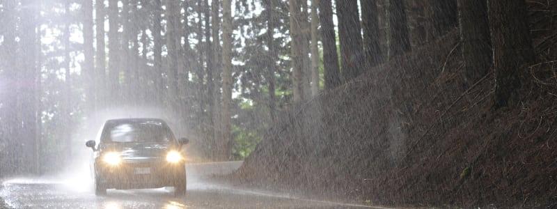 Les règles d'or de la conduite sous la pluie